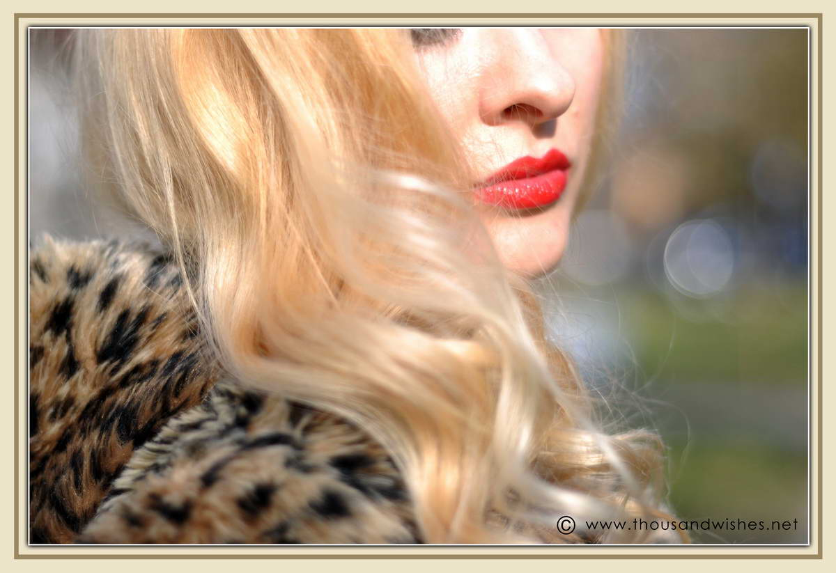 07_blonde_red_lips_leopard_coat