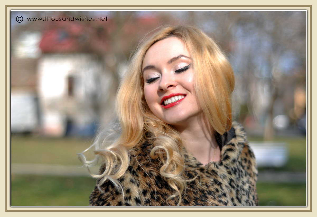 08_blonde_red_lips_leopard_faux_fur