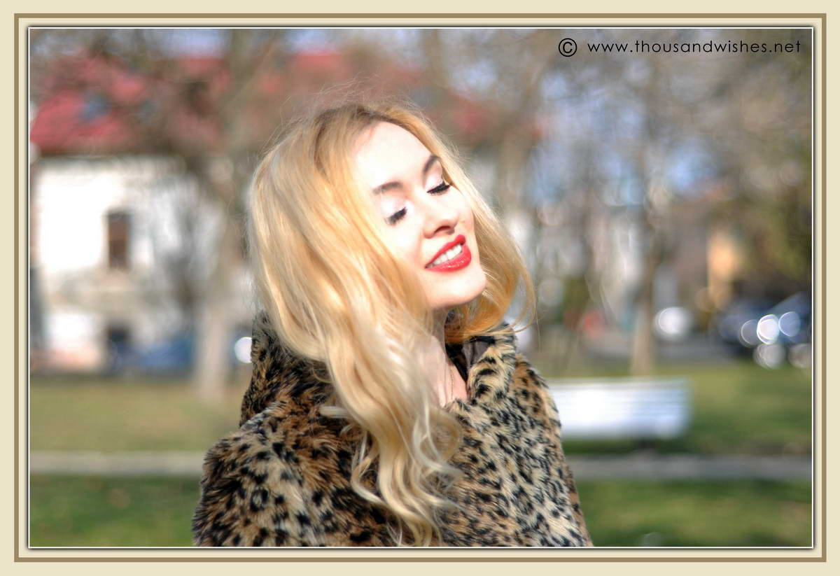 09_blonde_red_lips_leopard_faux_fur_coat