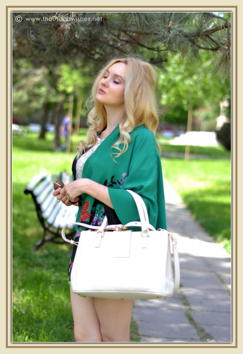 01_emerald_cape_skirt_musette_bag