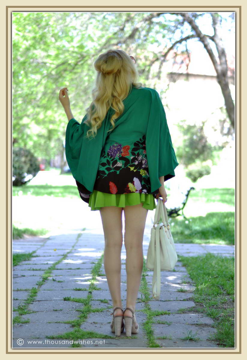 08_emerald_cape_skirt_musette_bag
