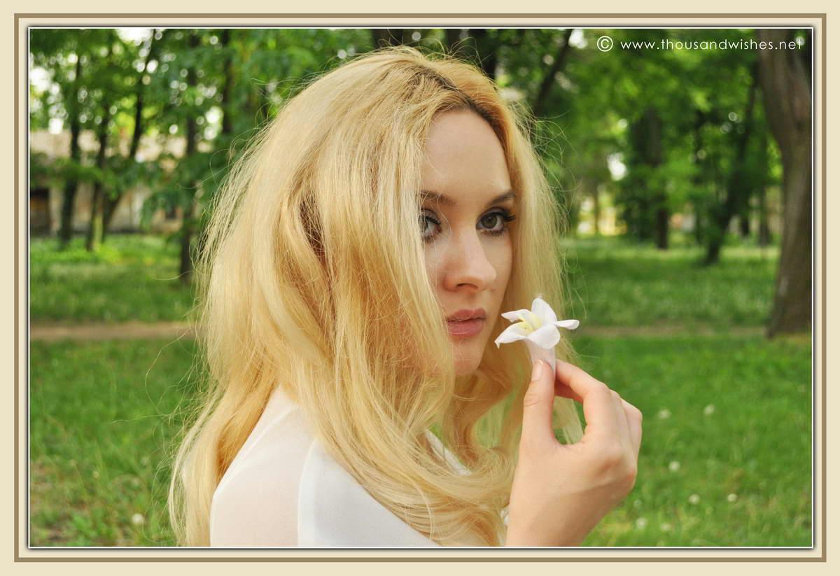 14_blonde_flower