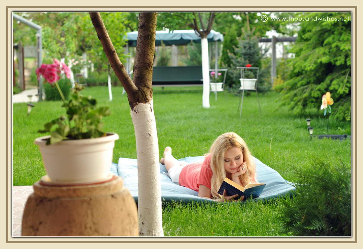 20_reading_in_the_garden