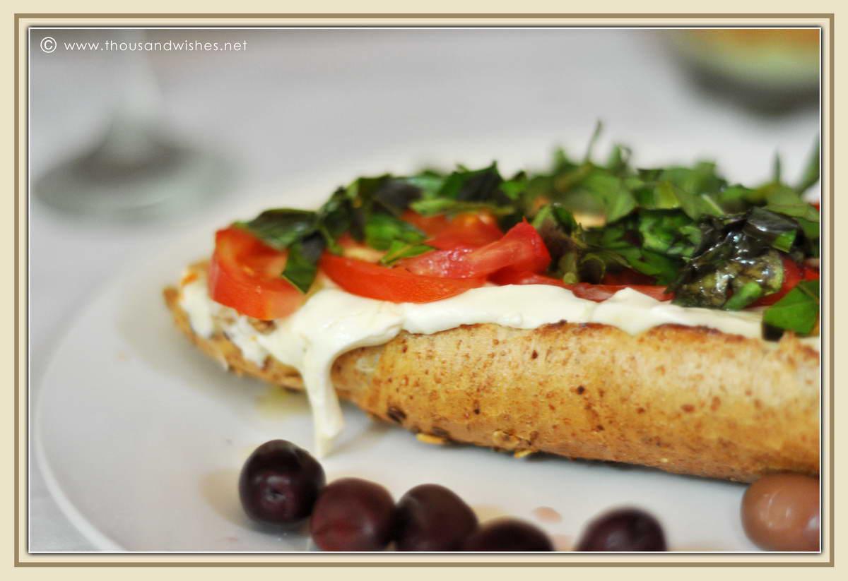 02_basil_mozzarella_tomatoe_sandwich