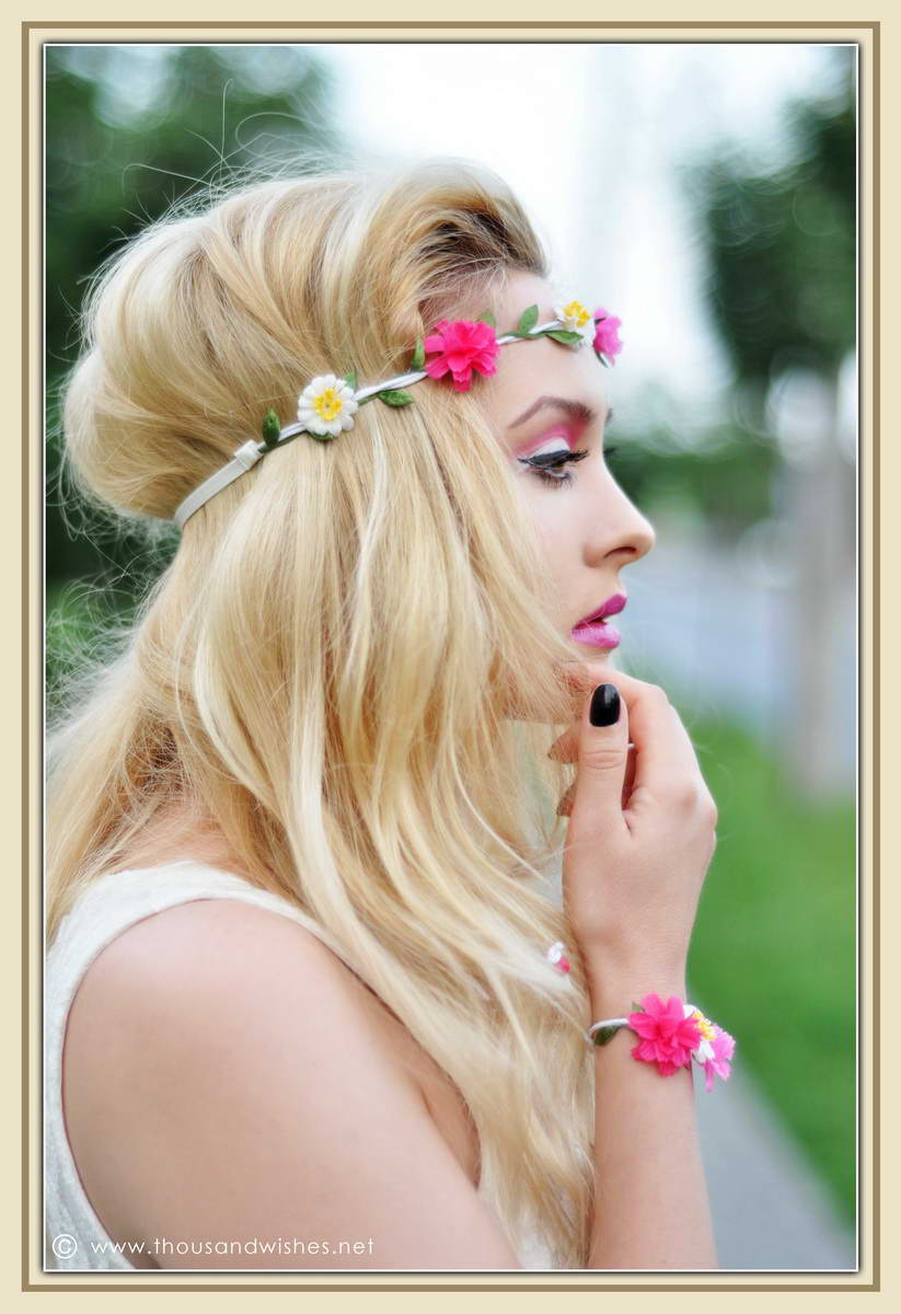 05_pink_green_eyes_purple_lips_flower_headband