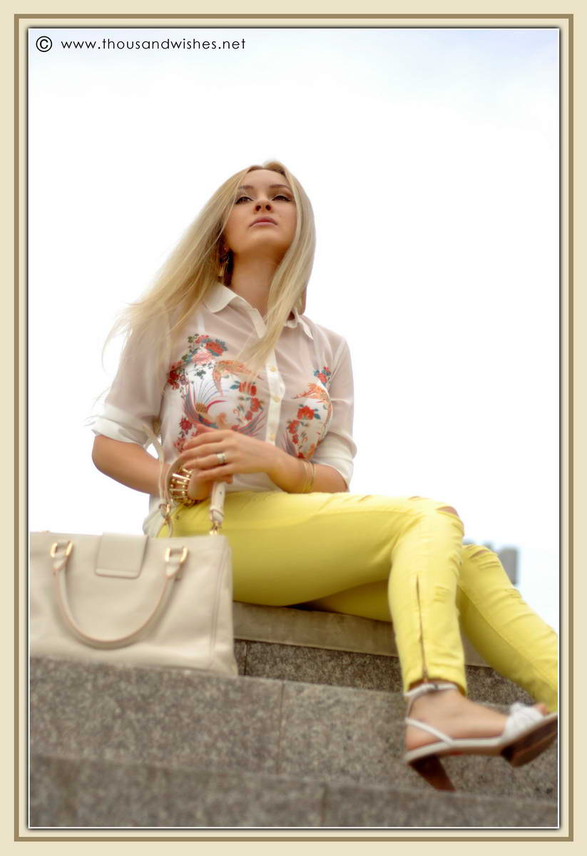01_yellow_jeans_musette_bag_zara_heels