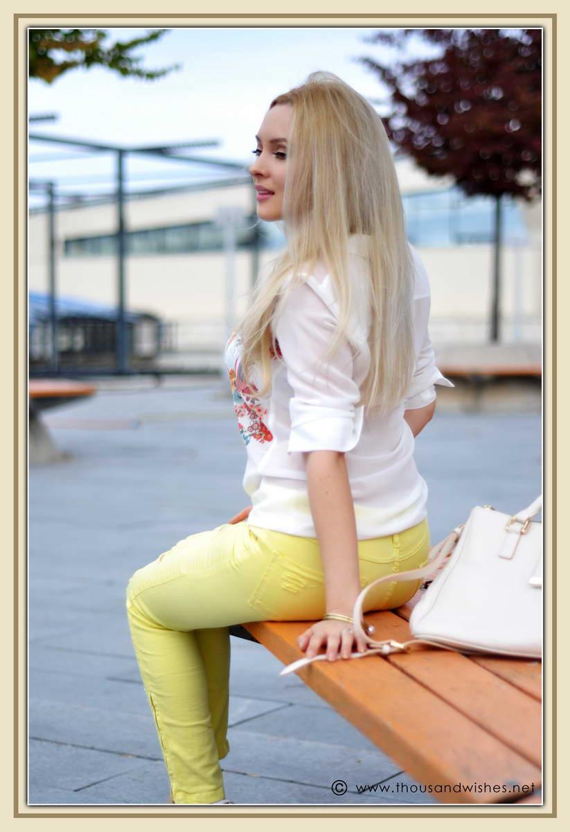 06_yellow_jeans_musette_bag_zara_heels