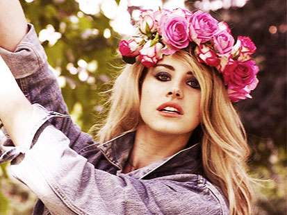 10_lana_del_rey_flower_crown