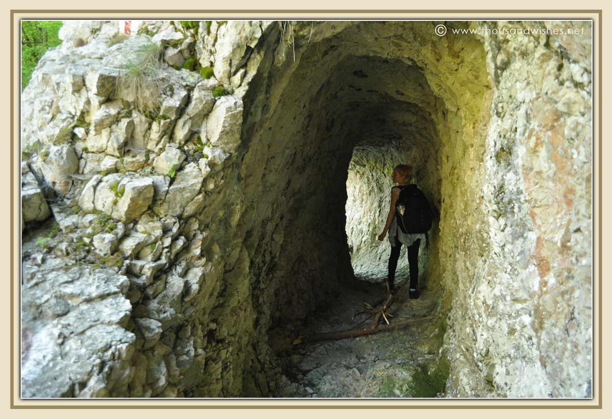 14_neras_gorges_tunnels