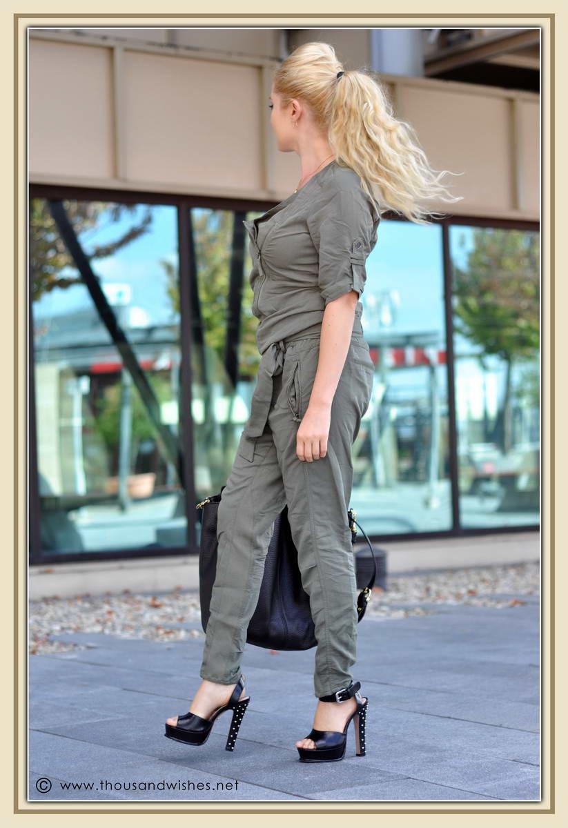 02_khaki_jumper_black_studded_heels