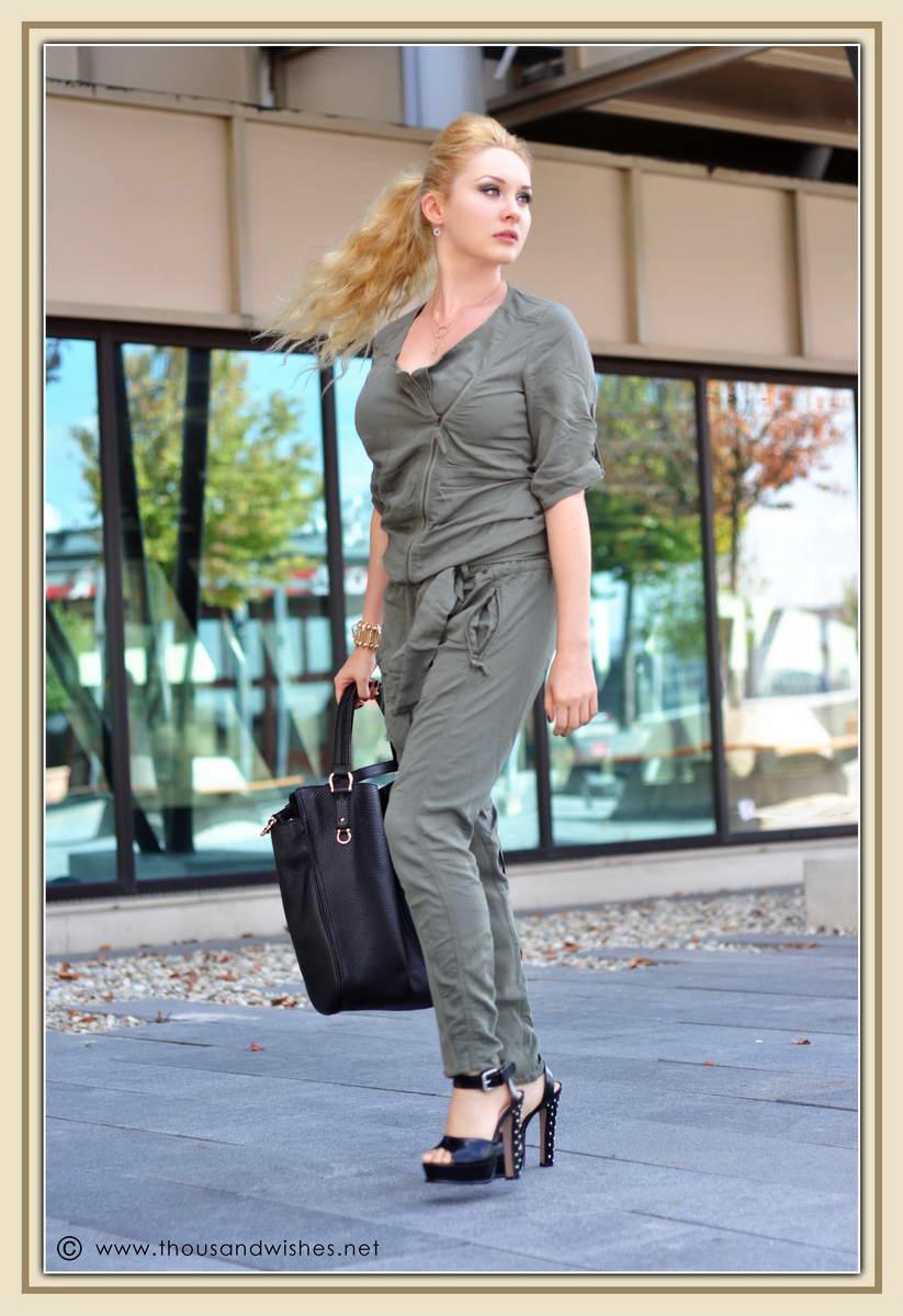 03_khaki_jumper_black_studded_heels