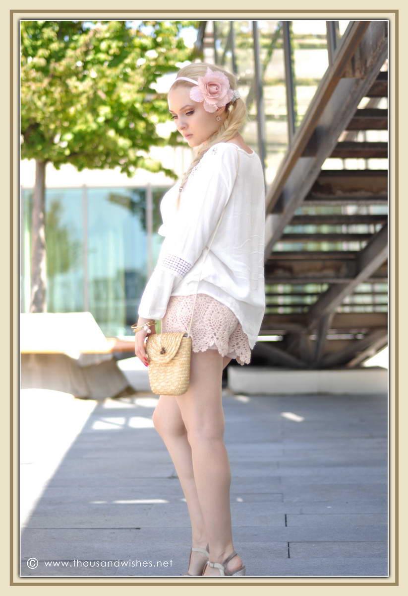 11_ie_crochet_shorts_flower_accessory