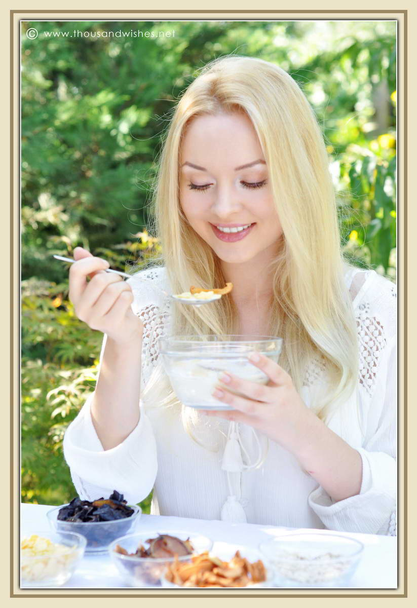 22_blonde_eating_breakfast_dried_fruits_cereals