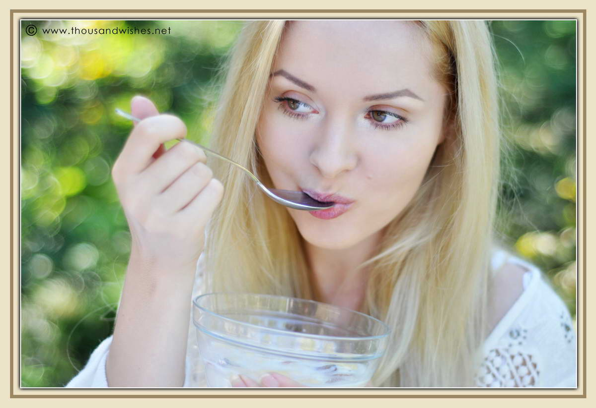 27_blonde_eating_breakfast_dried_fruits_cereals