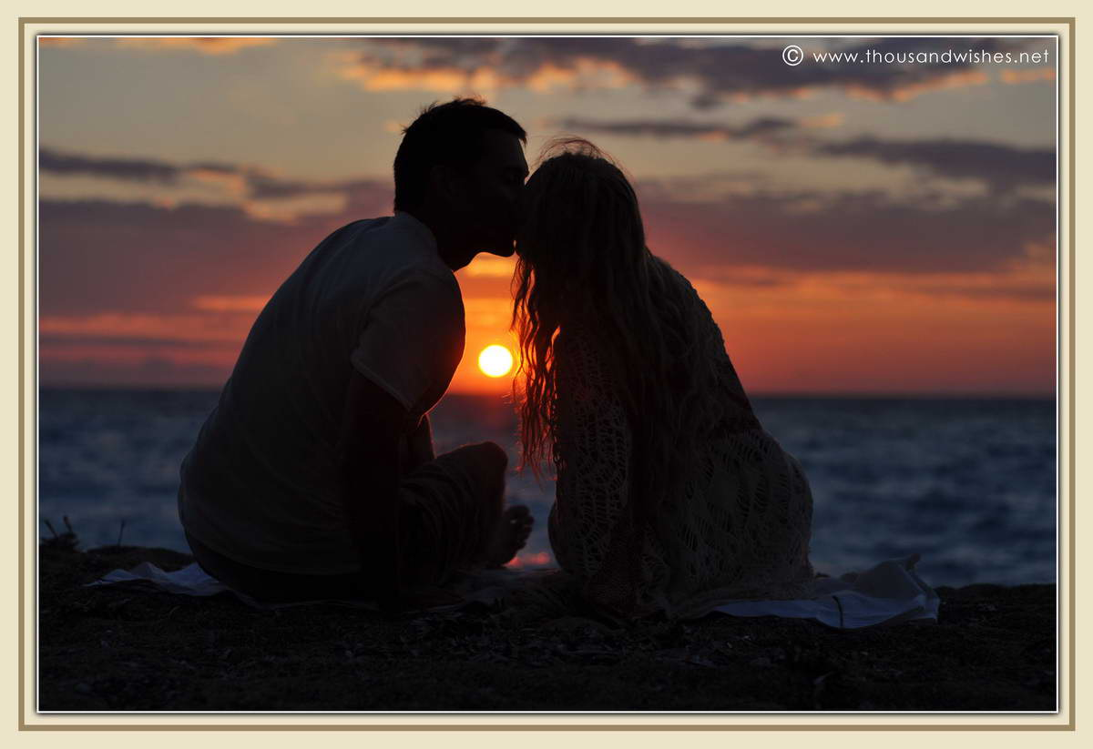 26_lefkada_greece_gialos_beach_couple_sunset