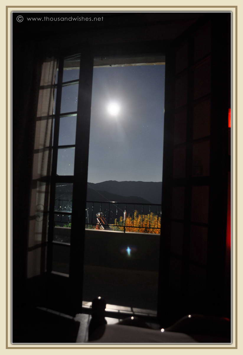 28_lefkada_greece_room_view_by_night