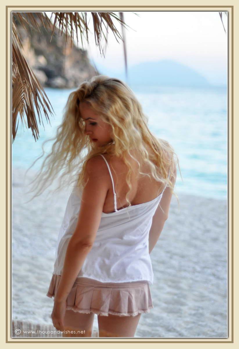 32_blonde_beach