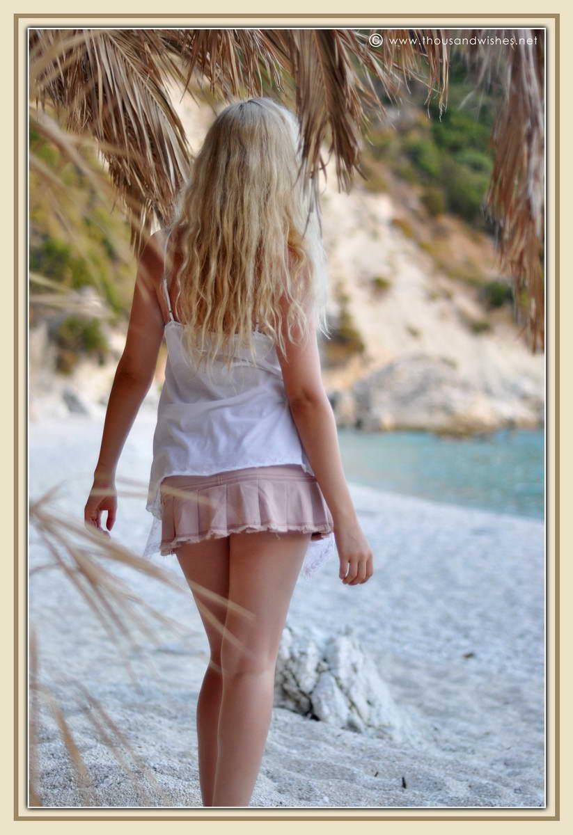 34_blonde_beach
