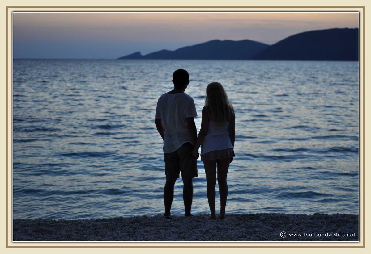 35_couple_beach