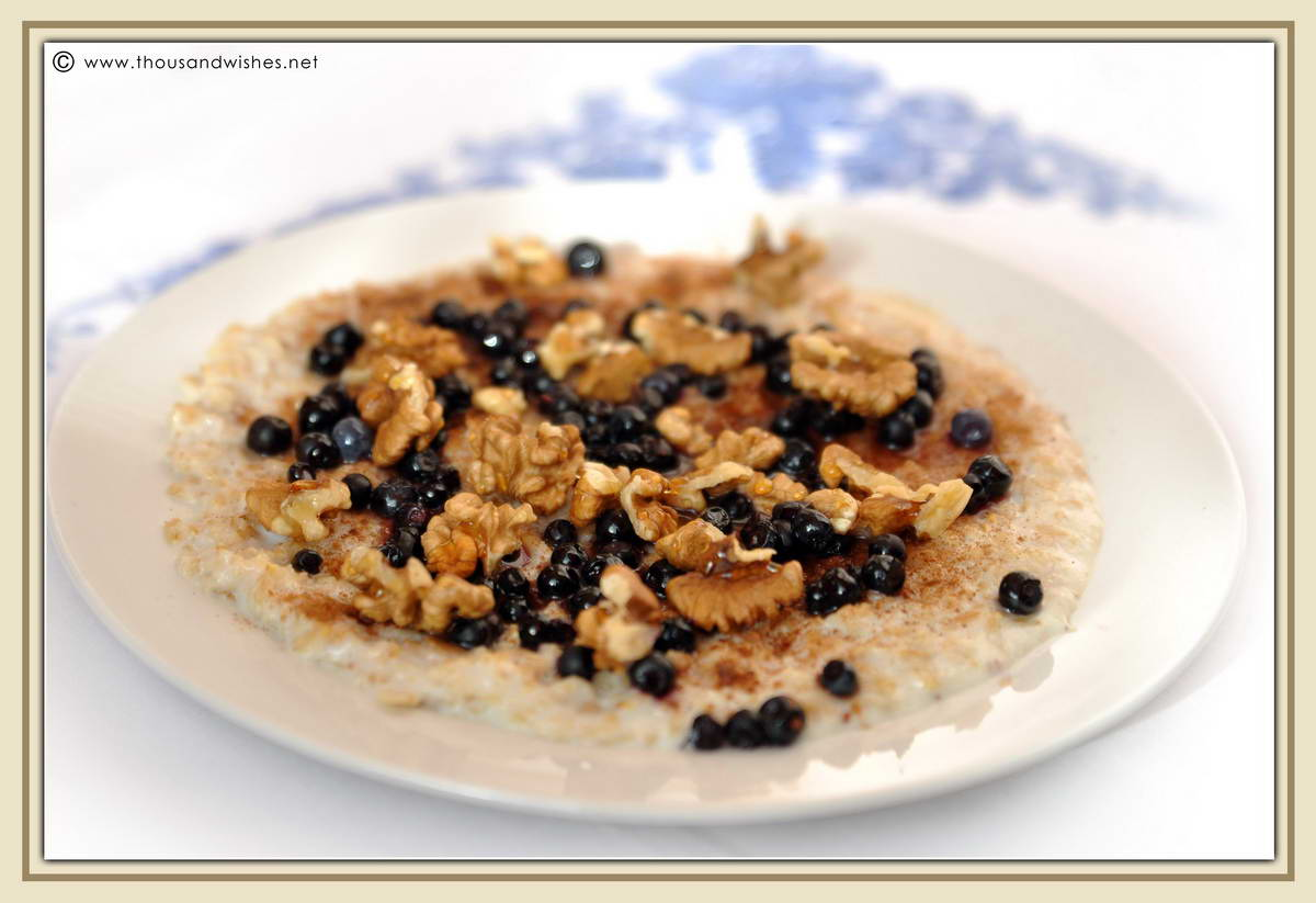 01_oatmeal_walnuts_honey_blueberries