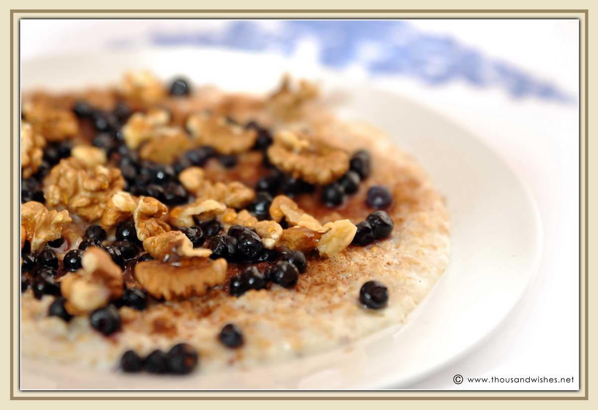 02_breakfast_oatmeal_walnuts_honey_blueberries