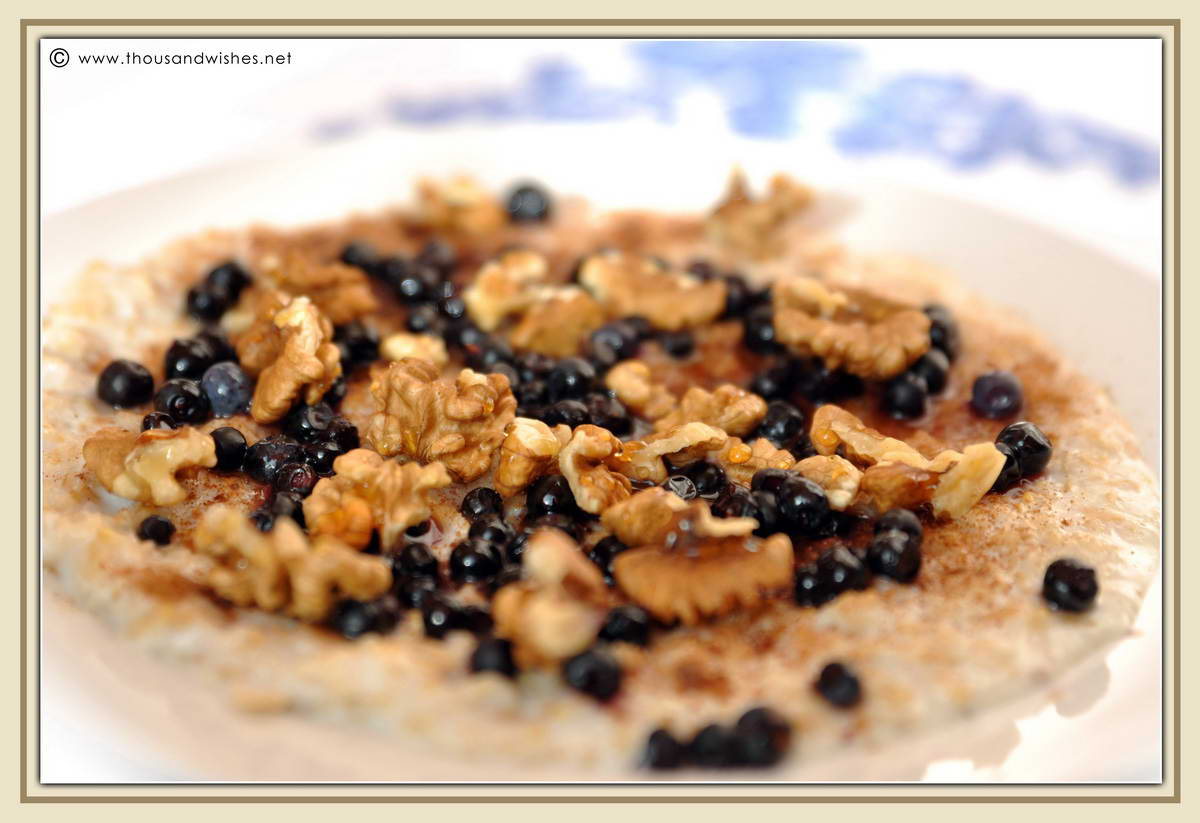 03_breakfast_oatmeal_walnuts_honey_blueberries