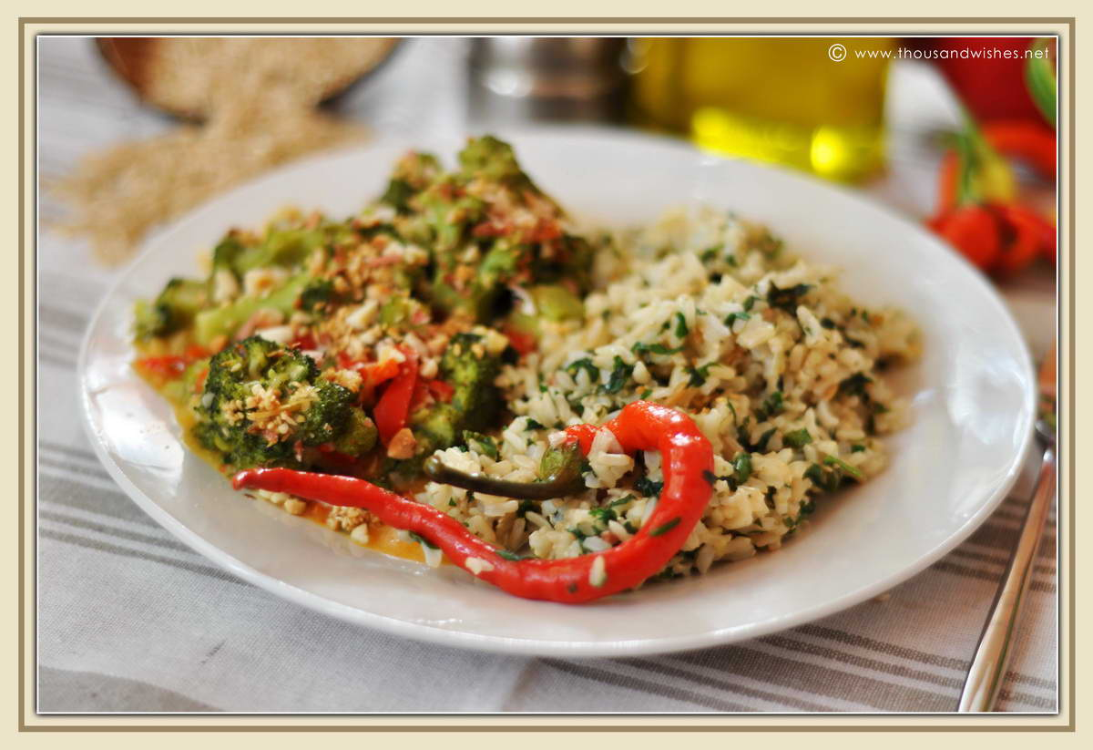 11_whole_rice_broccoli_peppers_peanuts_sesame