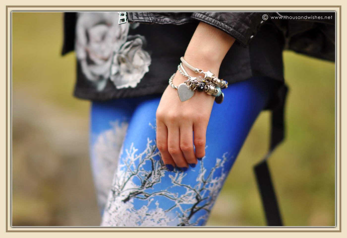 04_winter_scenery_leggings_hedgehog_bag_black_leather