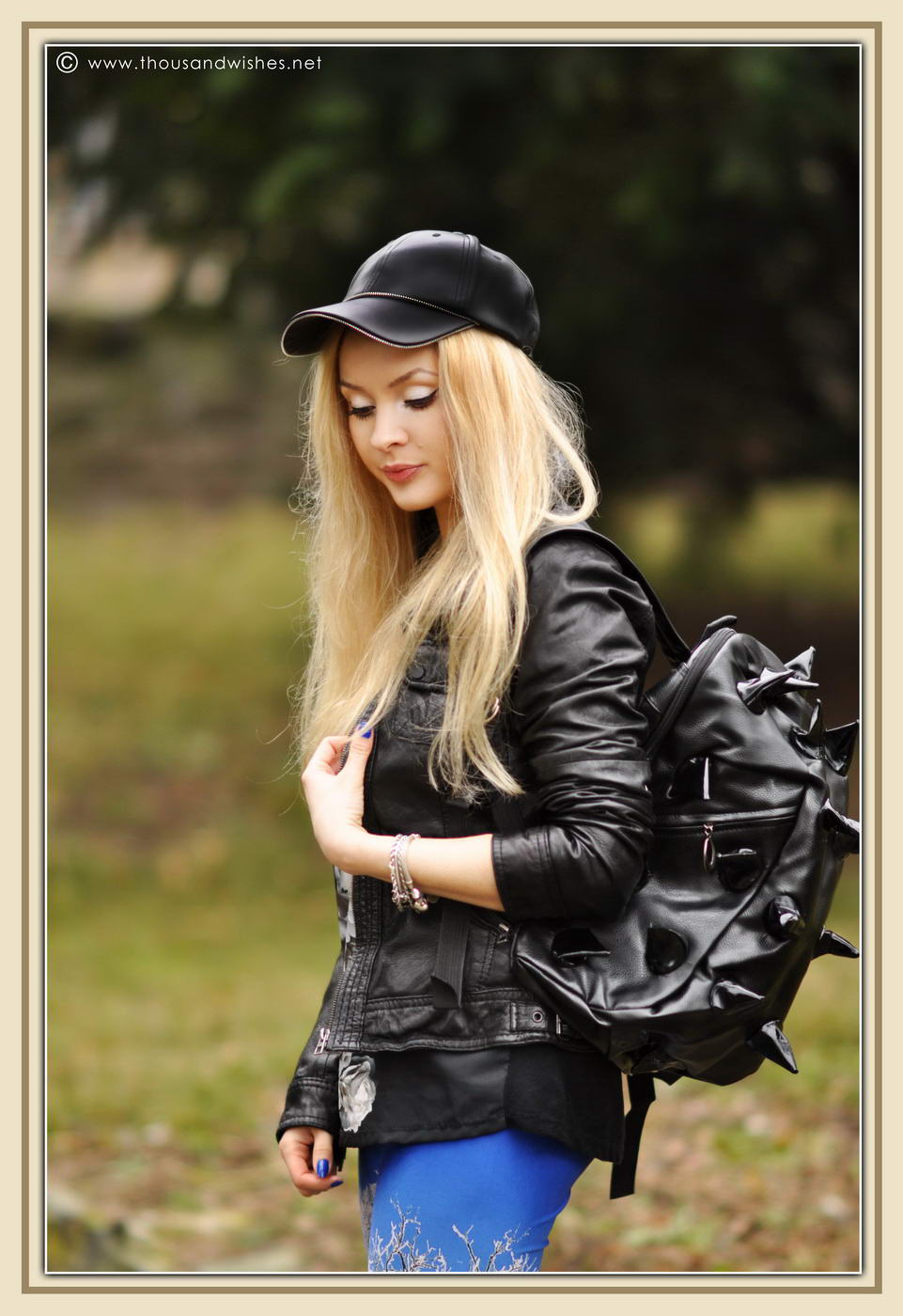 07_winter_scenery_leggings_hedgehog_bag_black_leather