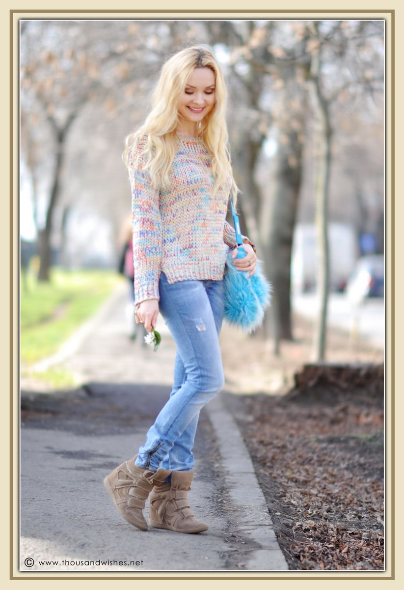 08_colorful_knit_fluffy_blue_bag_jeans