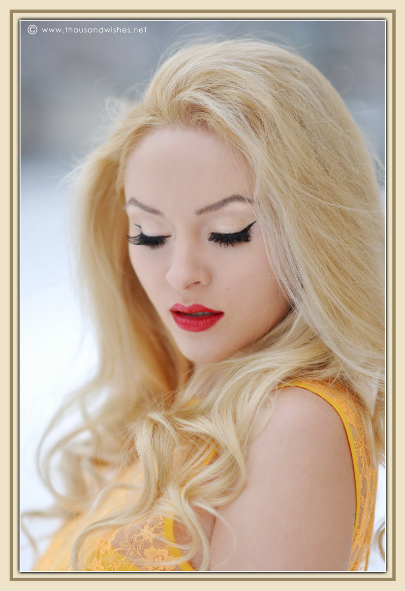 09_cateye_red_lips_blonde