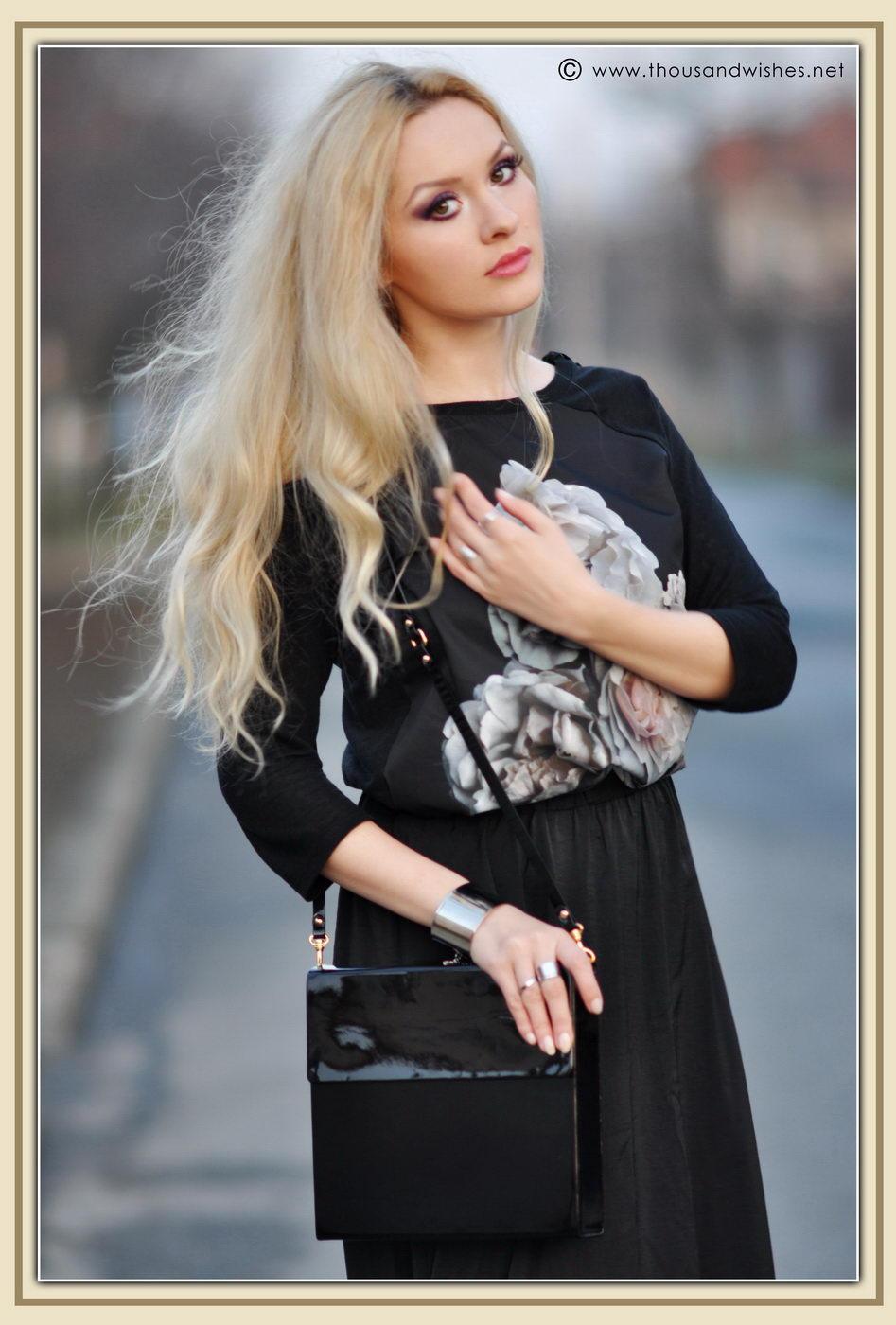 15_glossy_black_bag_skirt_blonde