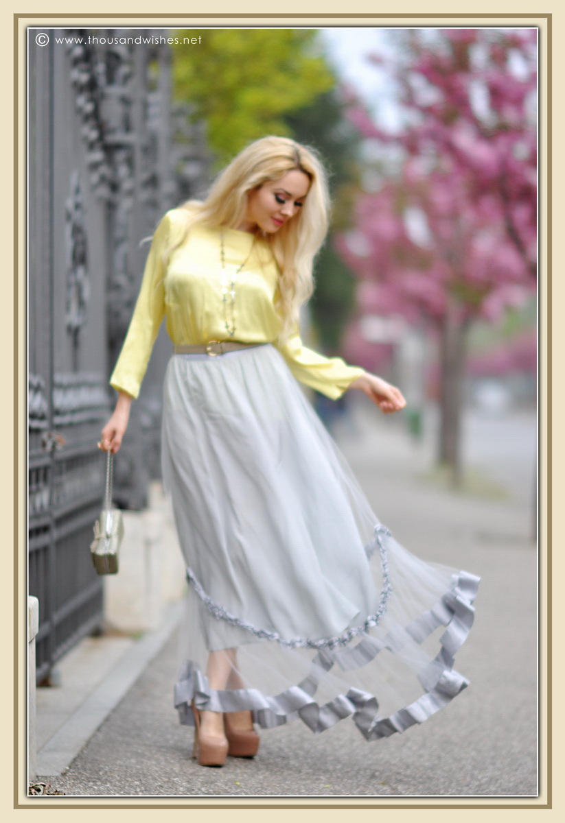 01_grey_skirt_yellow_shirt