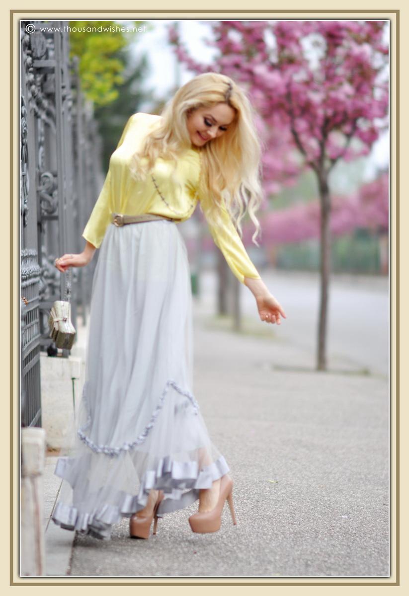 03_grey_skirt_yellow_shirt