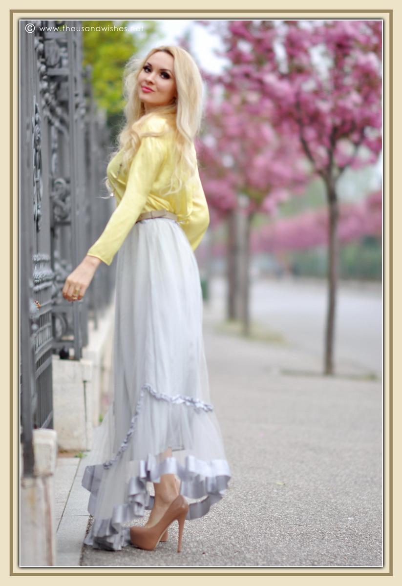 04_grey_skirt_yellow_shirt