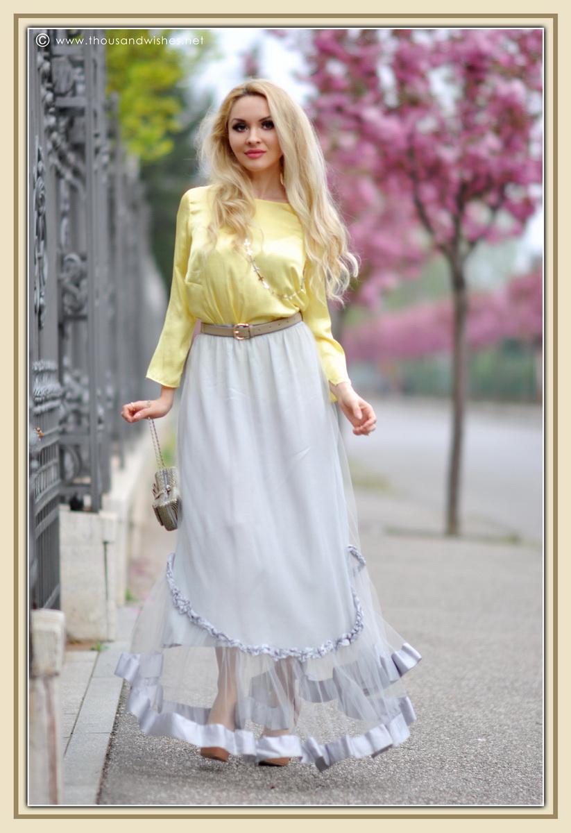 05_grey_skirt_yellow_shirt