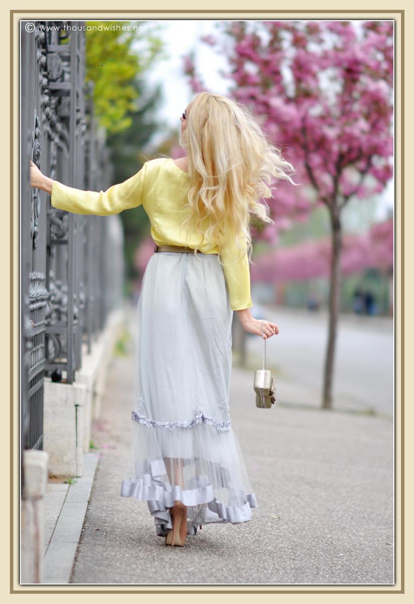 06_grey_skirt_yellow_shirt