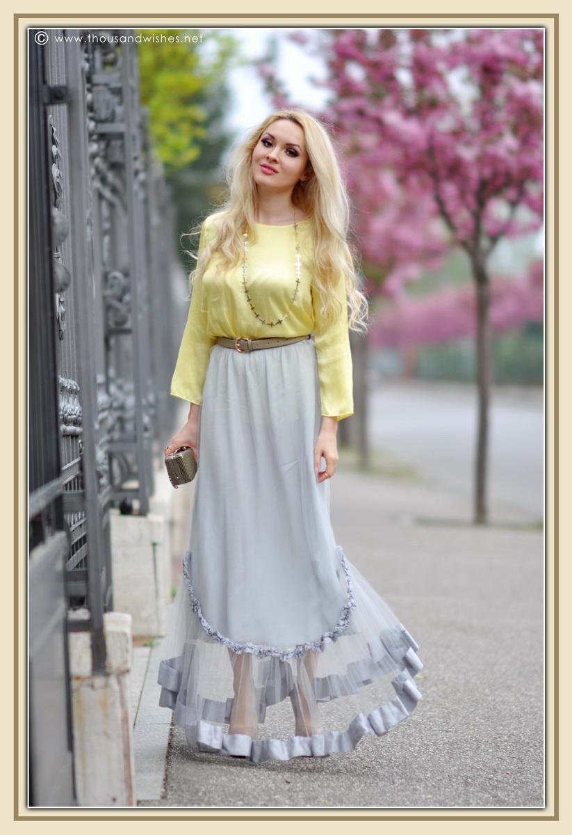 07_grey_skirt_yellow_shirt