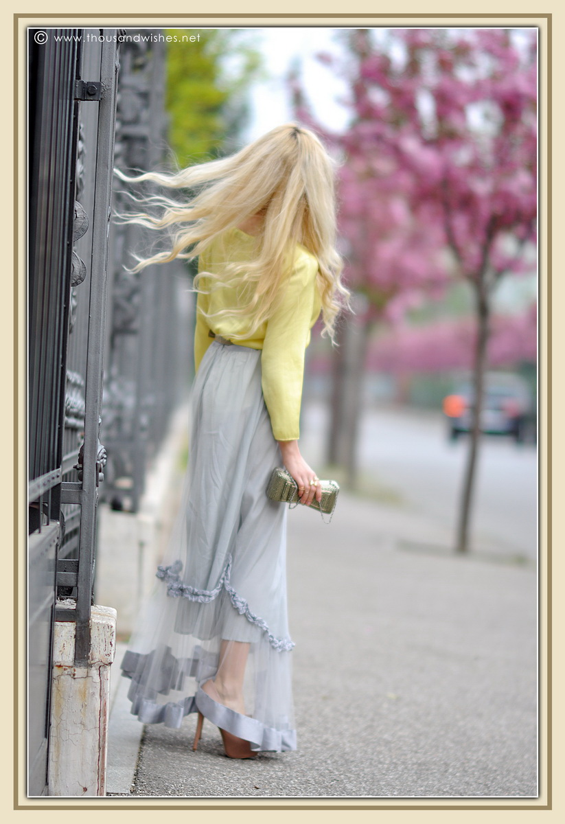 08_grey_skirt_yellow_shirt