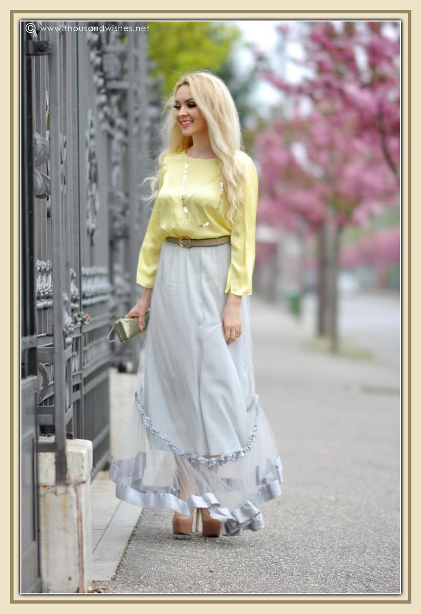 09_grey_skirt_yellow_shirt