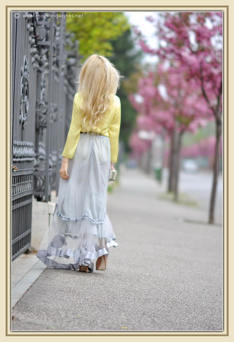 10_grey_skirt_yellow_shirt