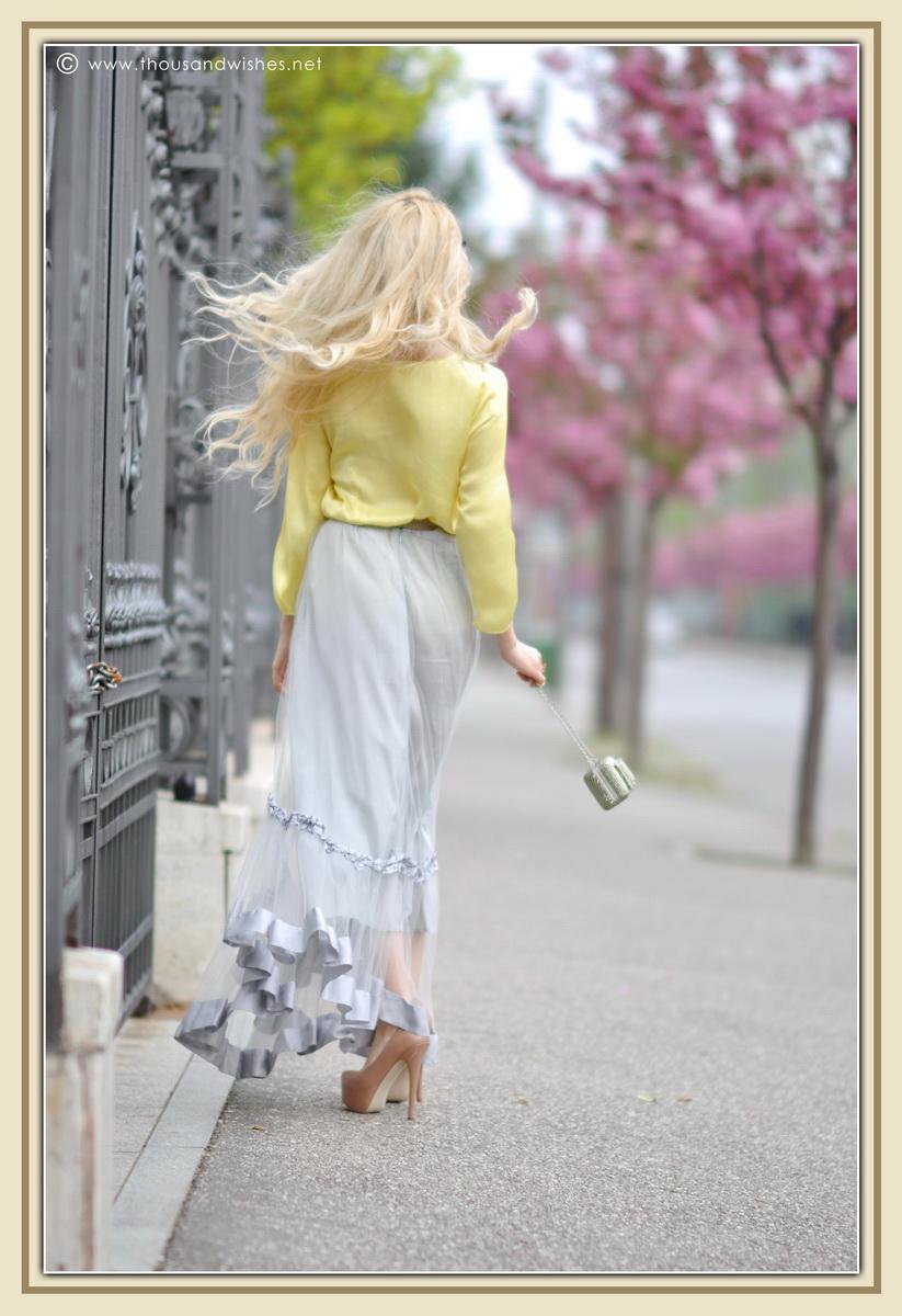 14_grey_skirt_yellow_shirt