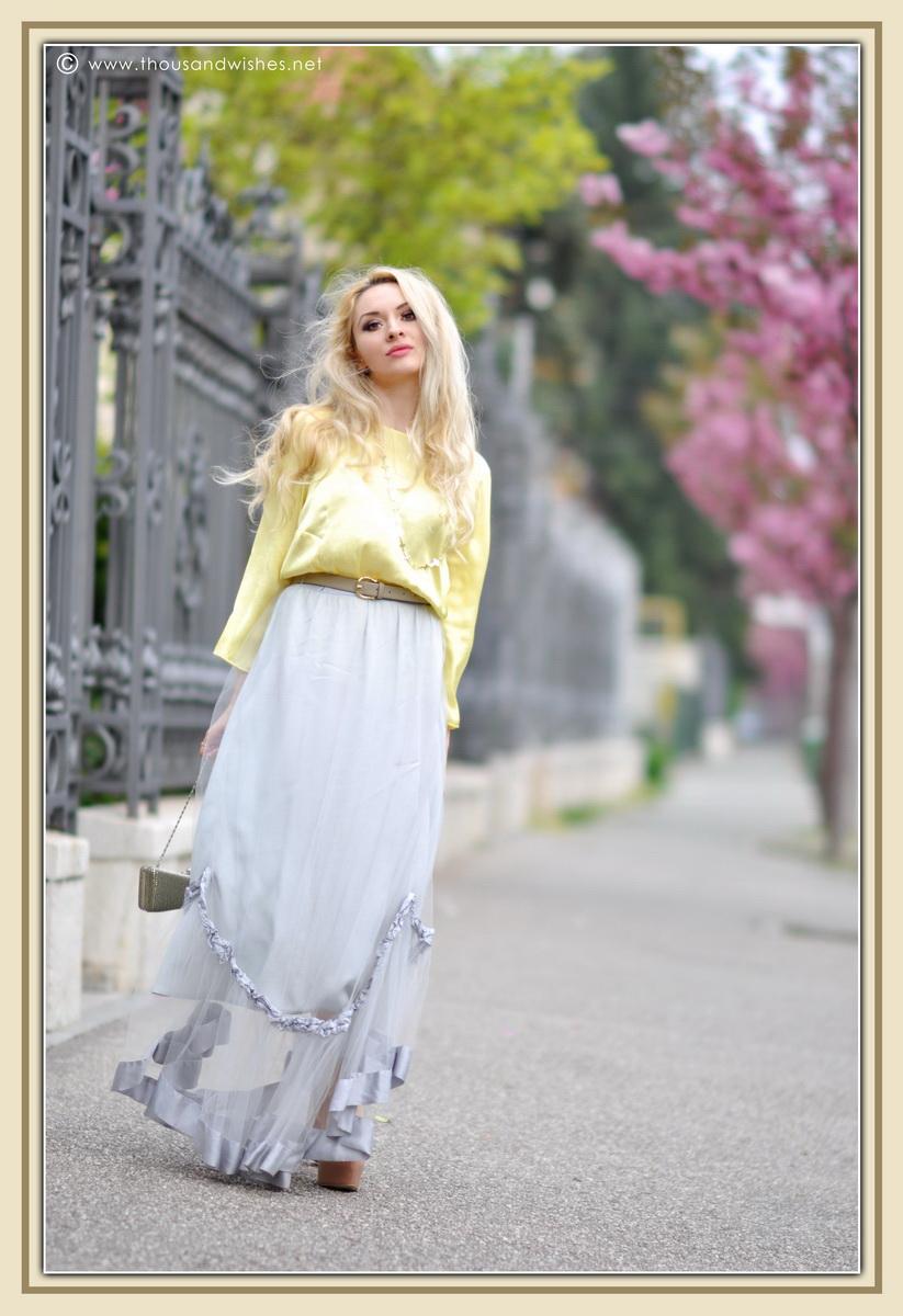 15_grey_skirt_yellow_shirt