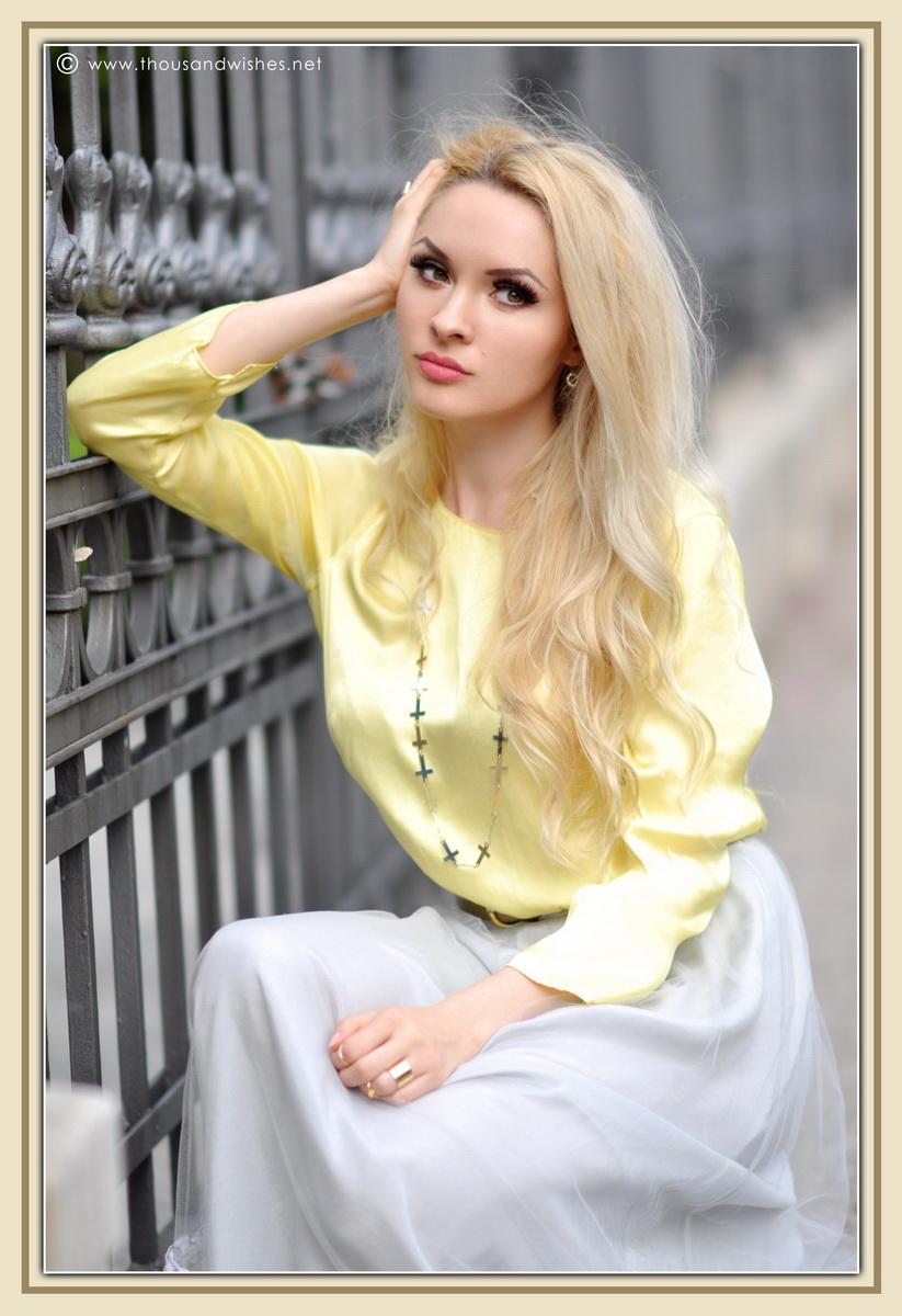 17_grey_skirt_yellow_shirt