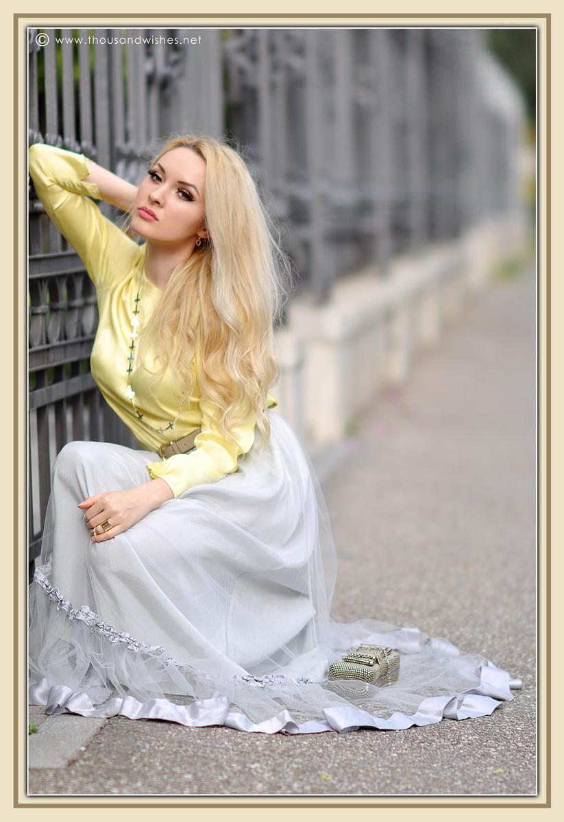18_grey_skirt_yellow_shirt