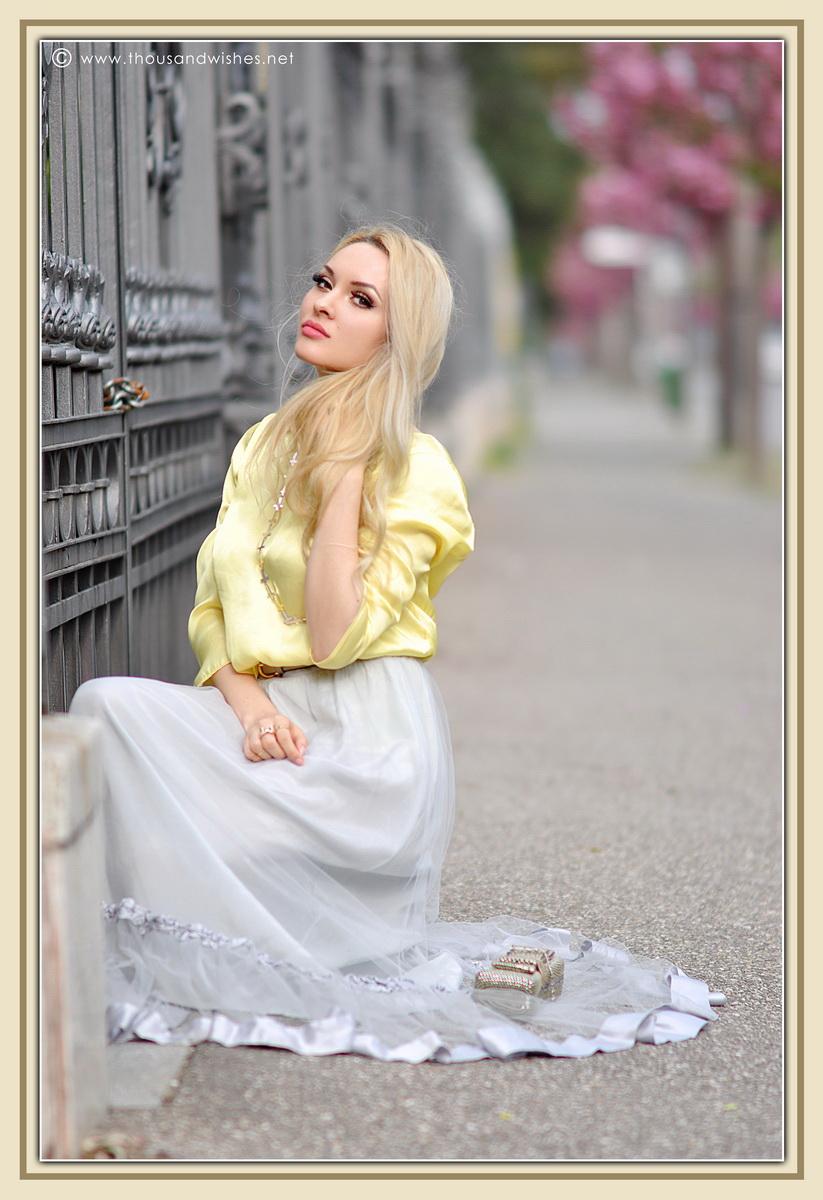 19_grey_skirt_yellow_shirt