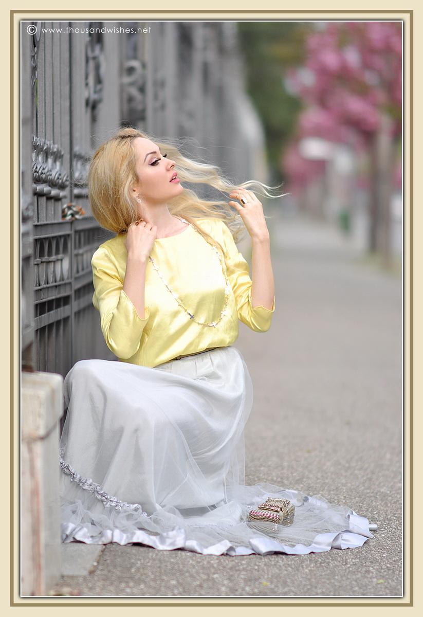 20_grey_skirt_yellow_shirt