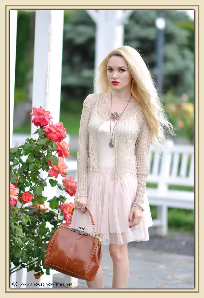 01_vintage_look_tulle_dress_filigree_cameo_brooch