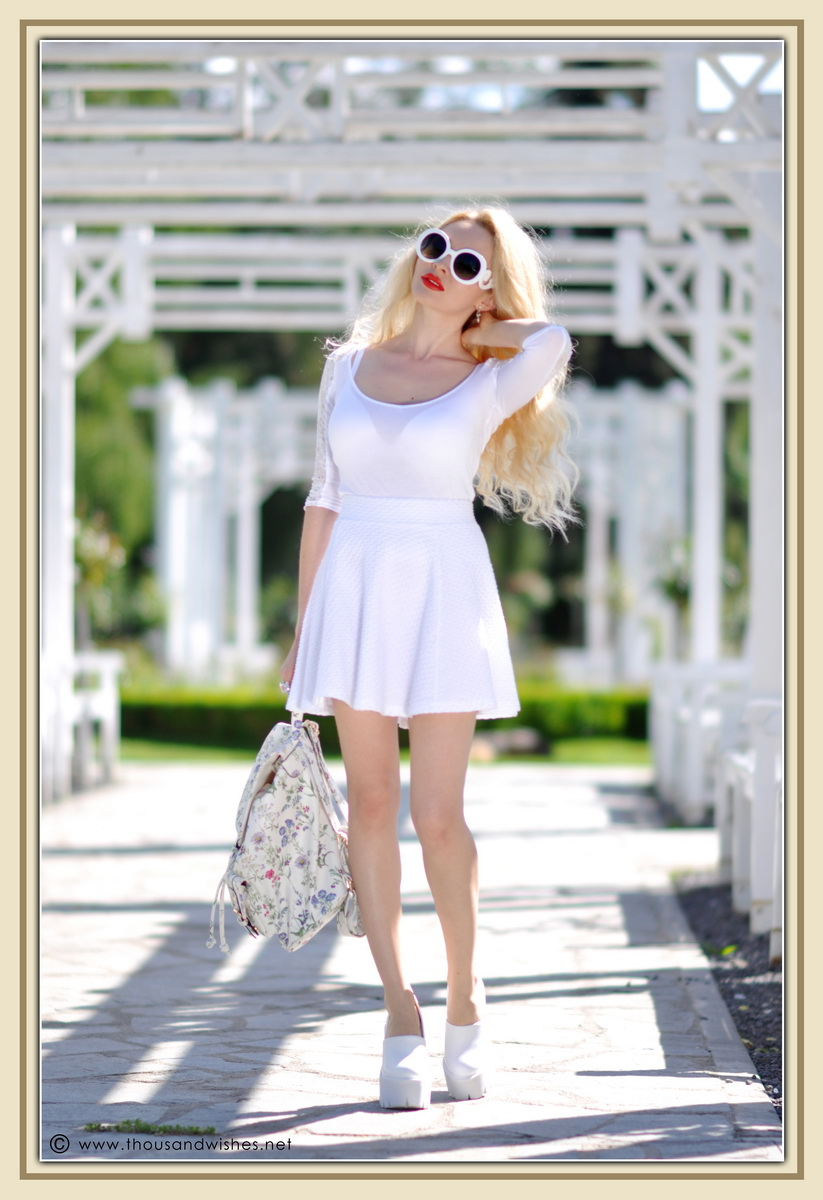 03_all_white_outfit_flower_backpack_chunky_heels