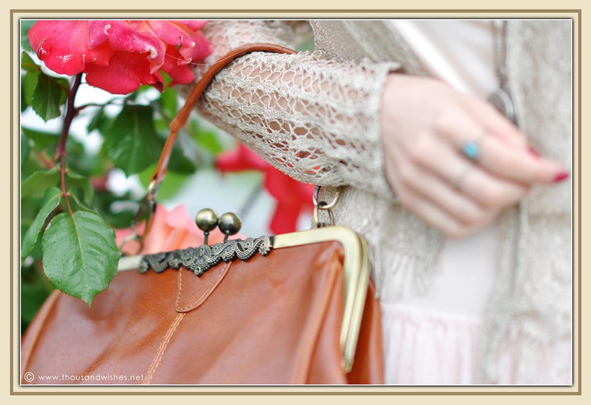 04_vintage_look_tulle_dress_purse